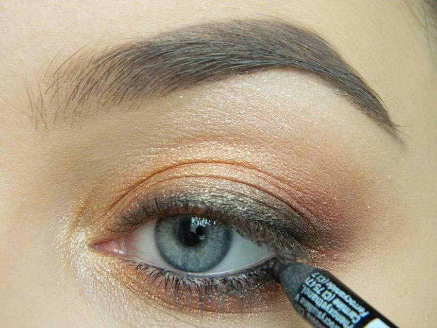 Дневной макияж глаз на перламутровых тенях шаг 12