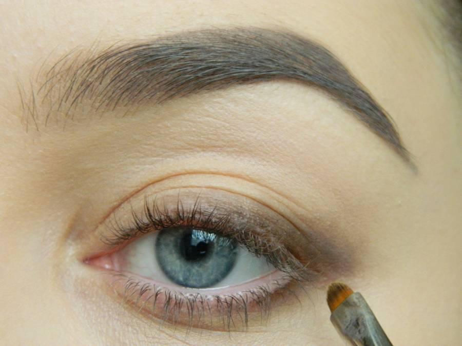 Дневной макияж глаз на перламутровых тенях шаг 3