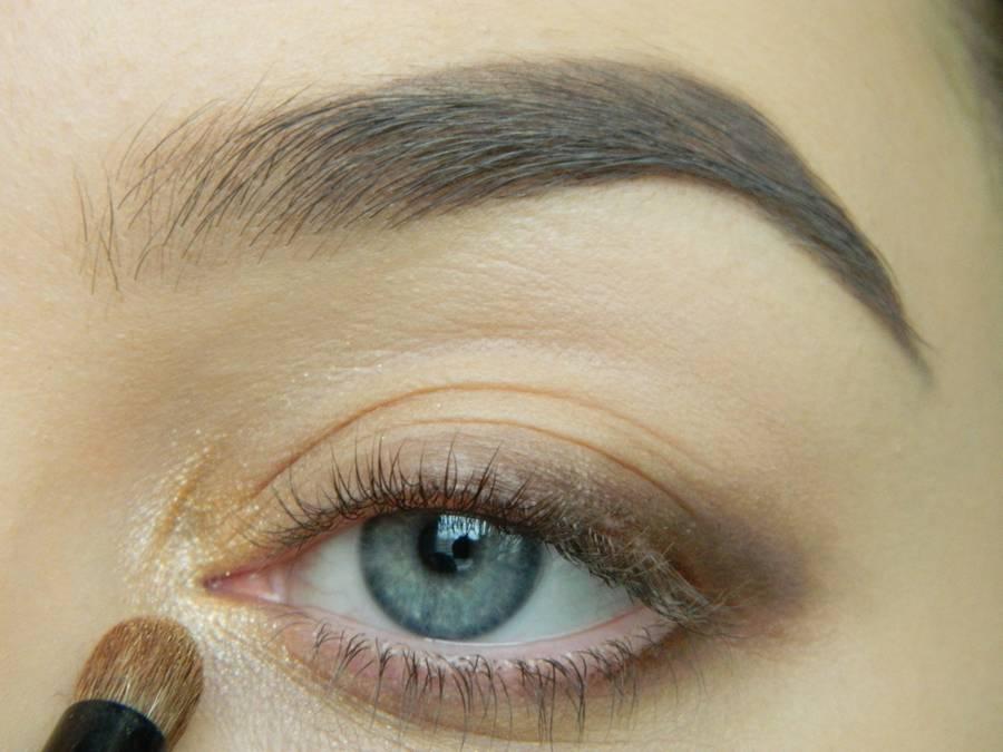 Дневной макияж глаз на перламутровых тенях шаг 4