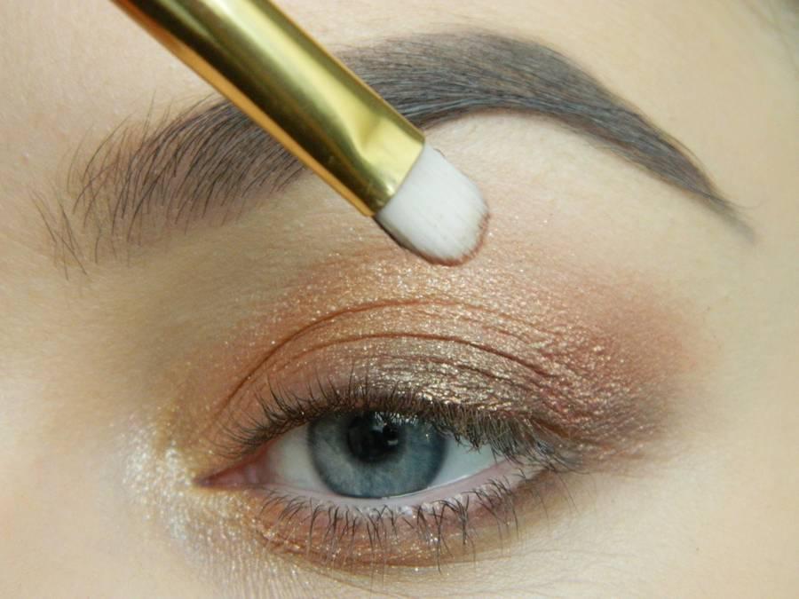 Дневной макияж глаз на перламутровых тенях шаг 6