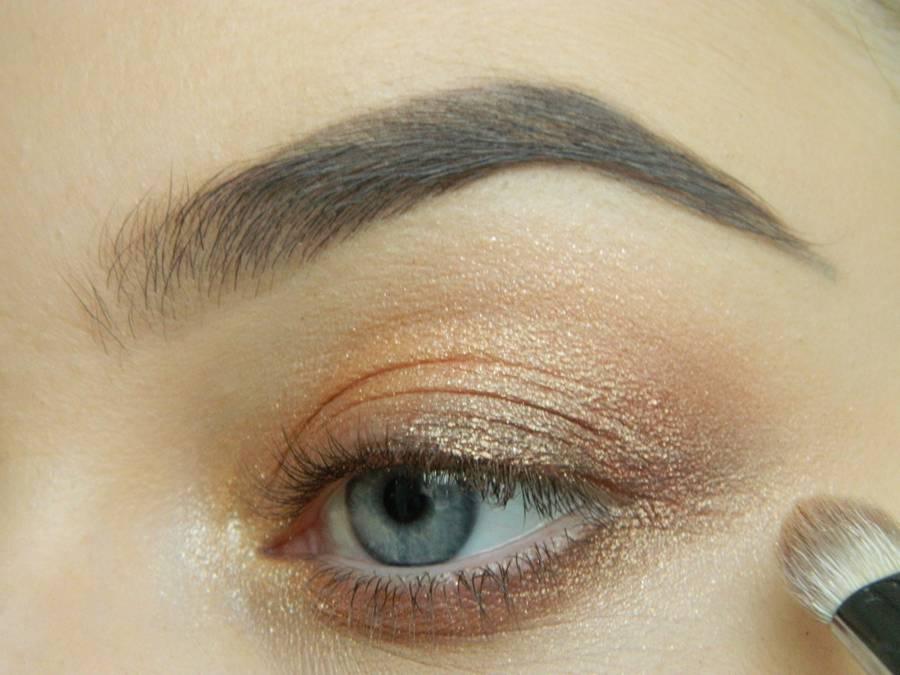 Дневной макияж глаз на перламутровых тенях шаг 8