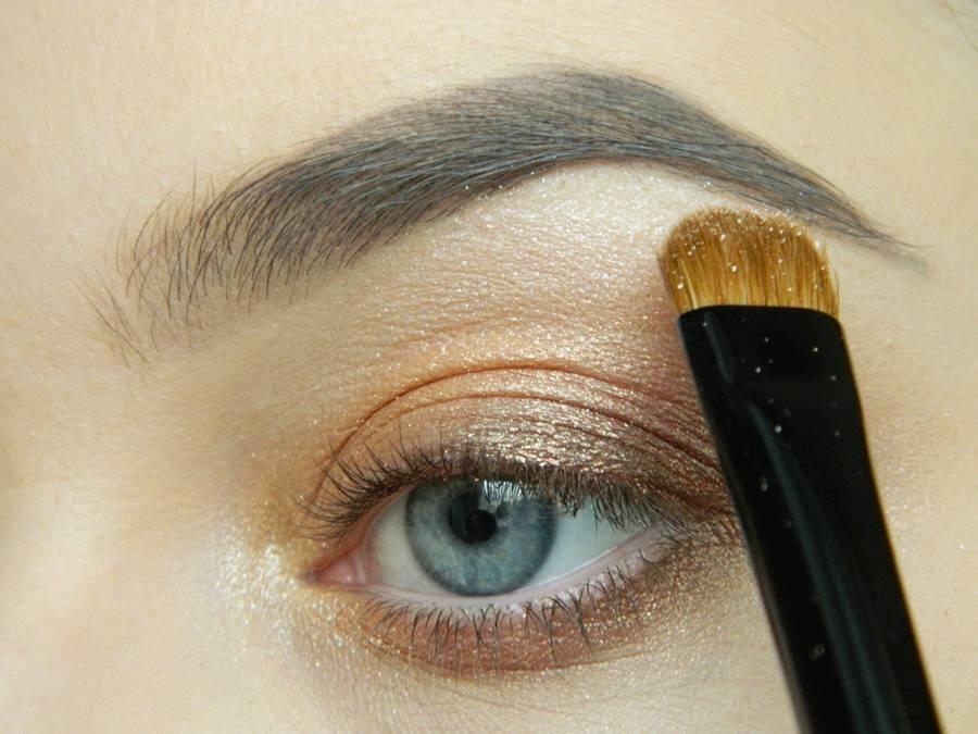 Дневной макияж глаз на перламутровых тенях шаг 9
