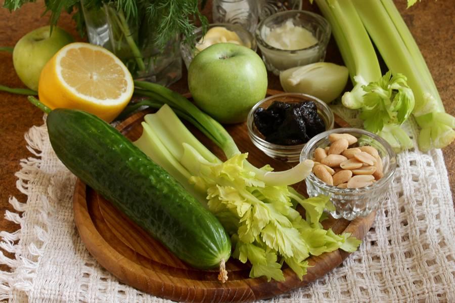 Ингредиенты для весеннего салата с сельдереем