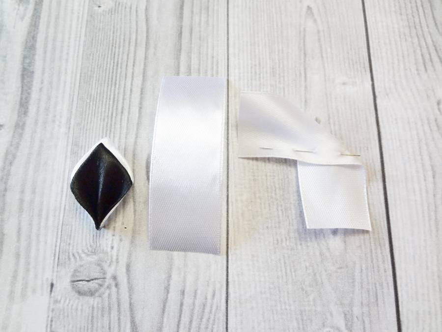 Изготовление банта на резинке для волос в технике канзаши шаг 2