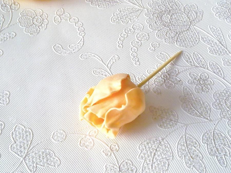 Изготовление чайной розы из фоамирана на резинке для волос шаг 11