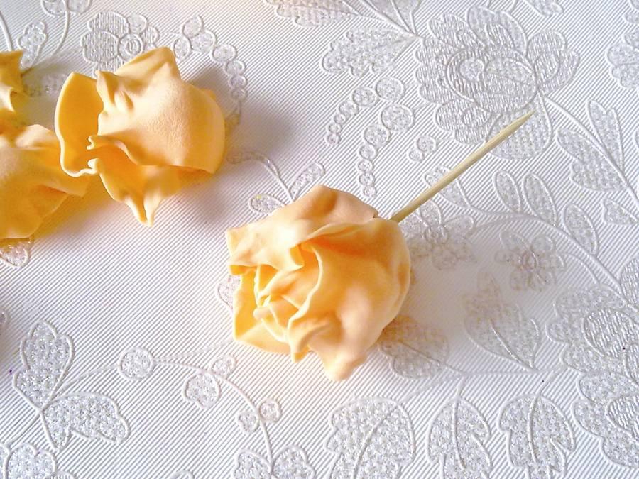 Изготовление чайной розы из фоамирана на резинке для волос шаг 12