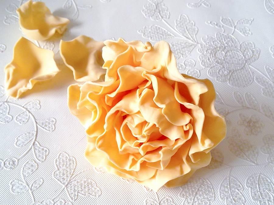 Изготовление чайной розы из фоамирана на резинке для волос шаг 14