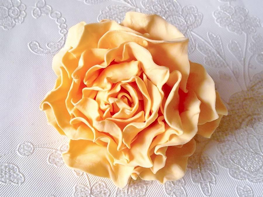 Изготовление чайной розы из фоамирана на резинке для волос шаг 16