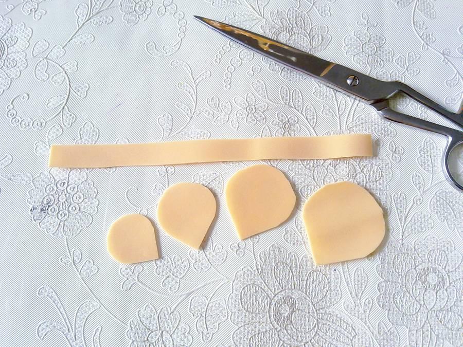 Изготовление чайной розы из фоамирана на резинке для волос шаг 2