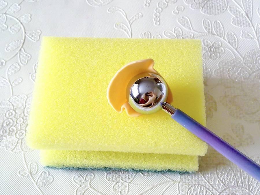 Изготовление чайной розы из фоамирана на резинке для волос шаг 3