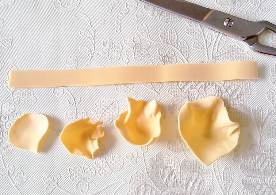 Изготовление чайной розы из фоамирана на резинке для волос шаг 6