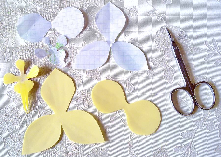 Изготовление орхидеи из фоамирана на шпильке для волос шаг 1