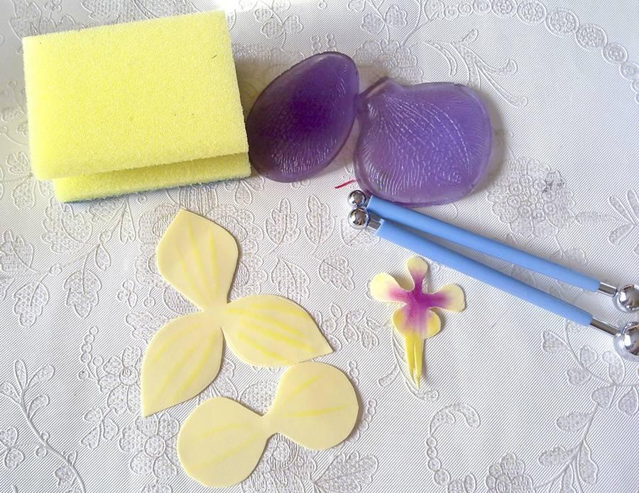 Изготовление орхидеи из фоамирана на шпильке для волос шаг 3