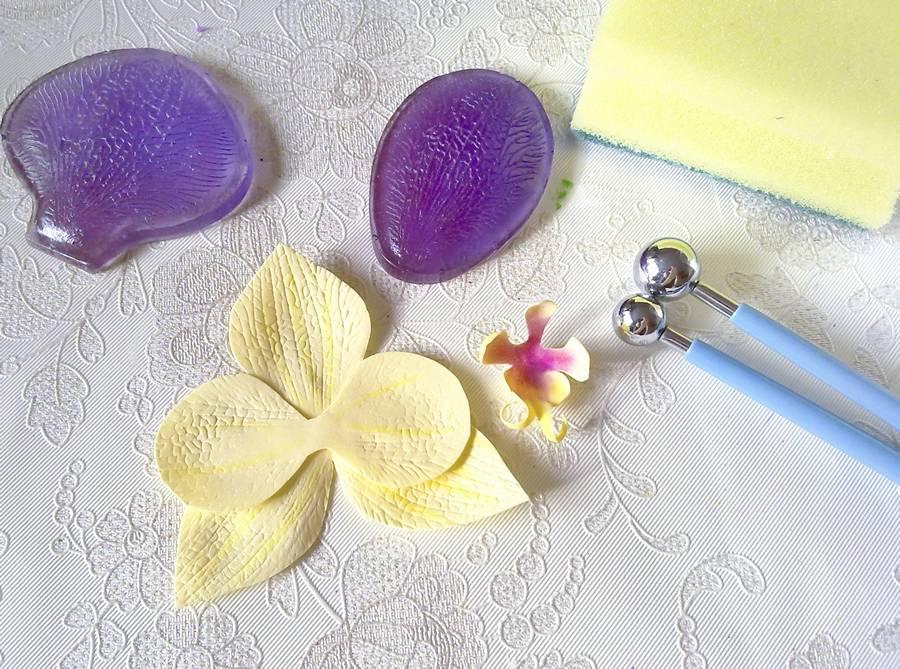 Изготовление орхидеи из фоамирана на шпильке для волос шаг 4