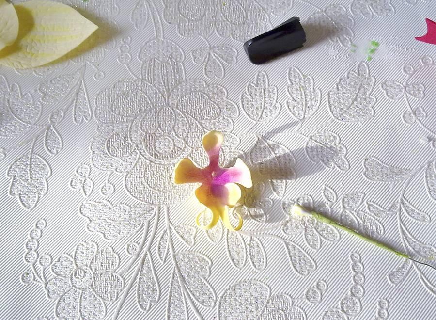 Изготовление орхидеи из фоамирана на шпильке для волос шаг 5