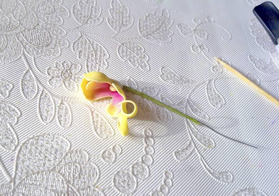 Изготовление орхидеи из фоамирана на шпильке для волос шаг 6