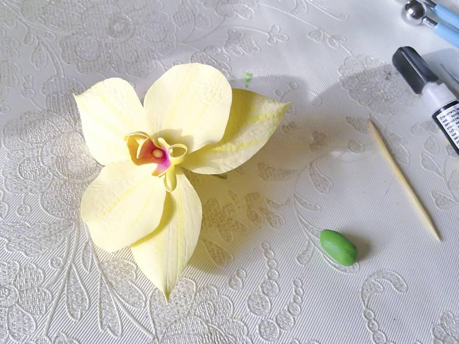 Изготовление орхидеи из фоамирана на шпильке для волос шаг 9