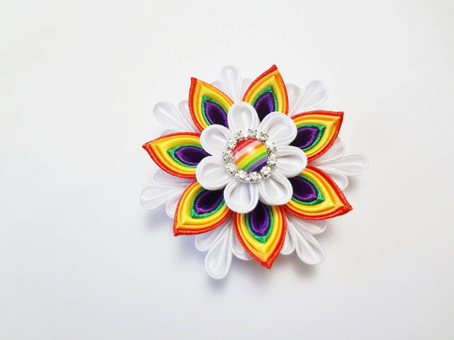 Изготовление заколки канзаши с цветком и кисточками шаг 10
