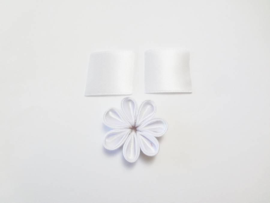 Изготовление заколки канзаши с цветком и кисточками шаг 7