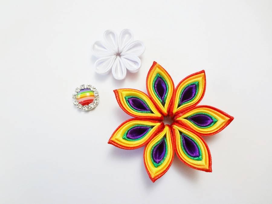 Изготовление заколки канзаши с цветком и кисточками шаг 8