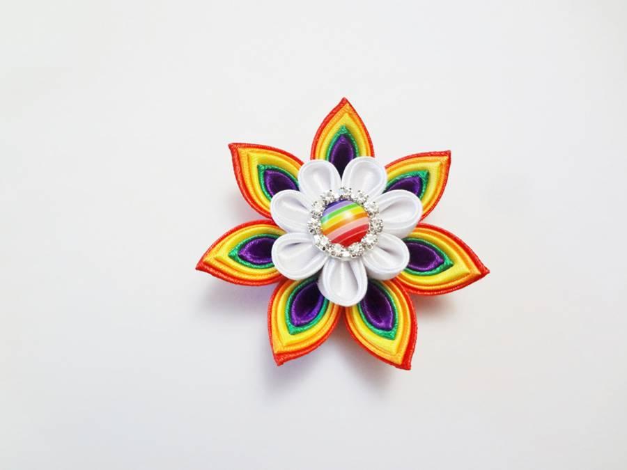 Изготовление заколки канзаши с цветком и кисточками шаг 9