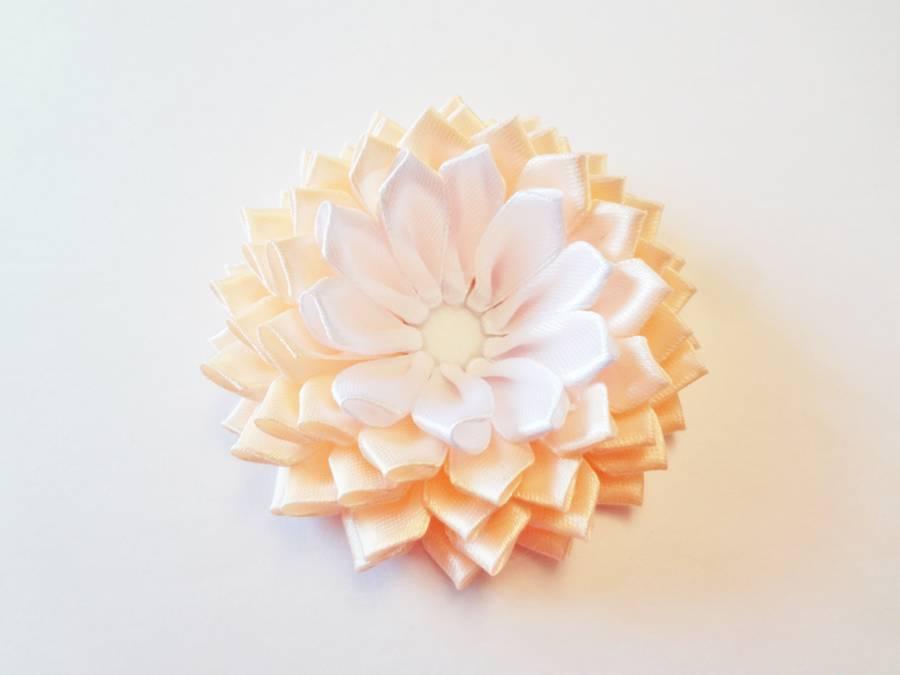Изготовление заколки с цветком, выполненным в технике канзаши шаг 11