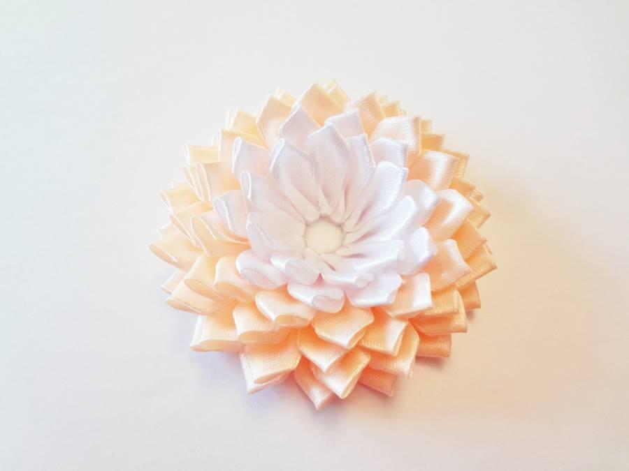 Изготовление заколки с цветком, выполненным в технике канзаши шаг 12