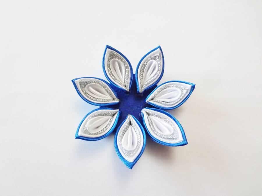 Изготовление заколок с цветами, выполненными в технике канзаши шаг 9