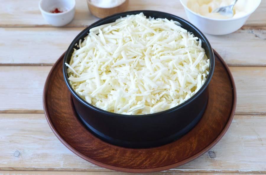 Приготовление слоеного салата с пекинской капустой шаг 10