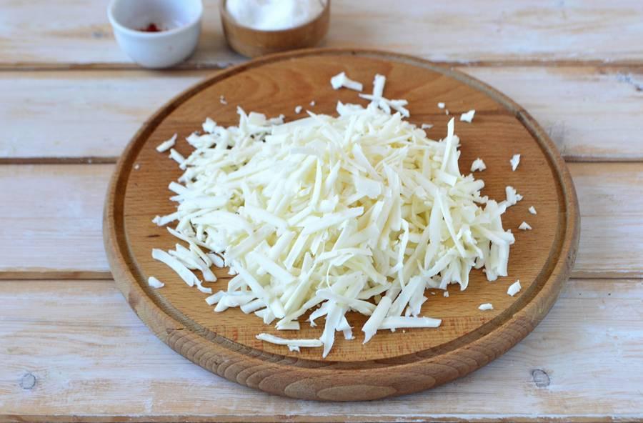 Приготовление слоеного салата с пекинской капустой шаг 4