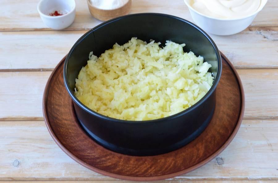 Приготовление слоеного салата с пекинской капустой шаг 6