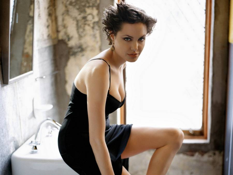 Анджелина Джоли со стрижкой
