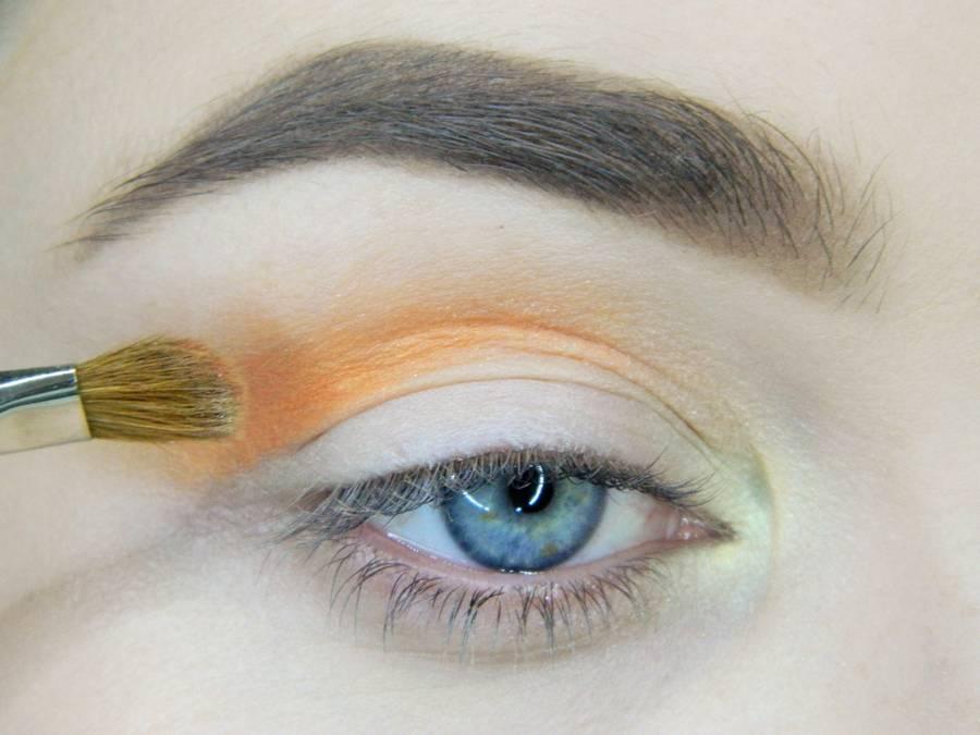 Макияж для выпускного в оранжевых тонах шаг 3