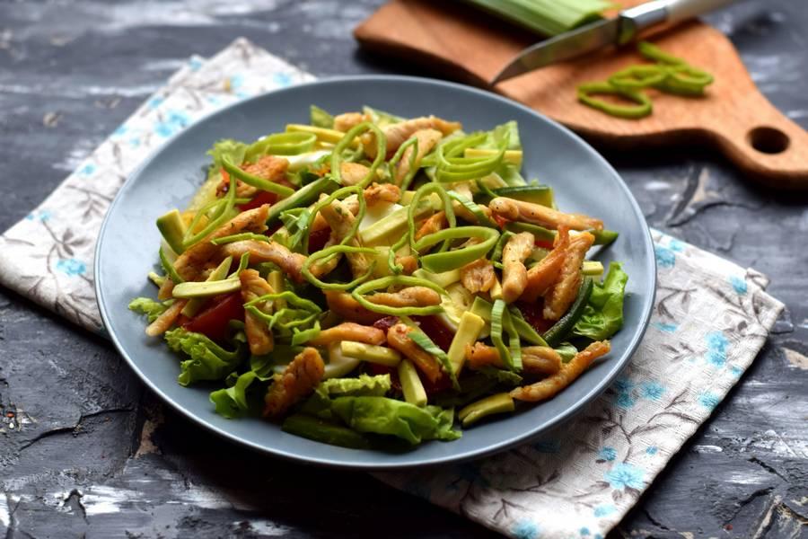 Приготовление салата с авокадо и курицей шаг 8