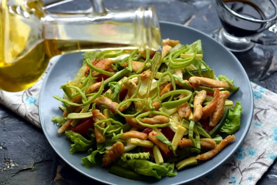 Приготовление салата с авокадо и курицей шаг 9