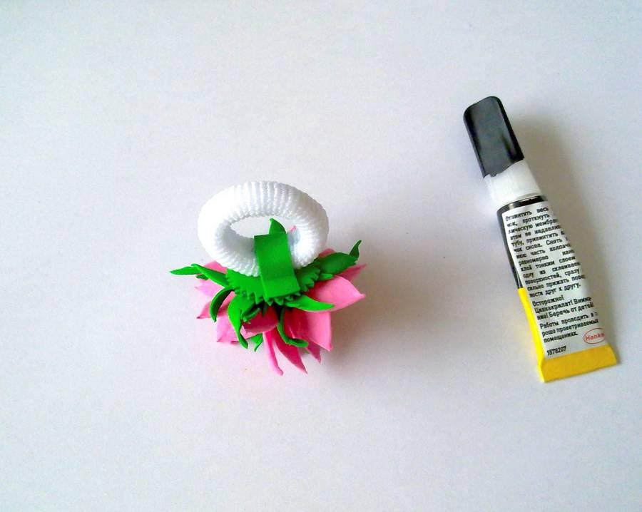 Изготовление резинки для волос с яркими цветами из фоамирана шаг 11