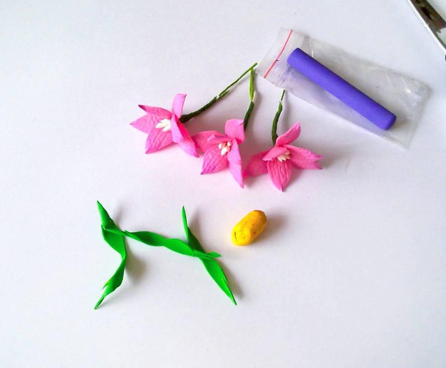 Изготовление резинки для волос с яркими цветами из фоамирана шаг 7