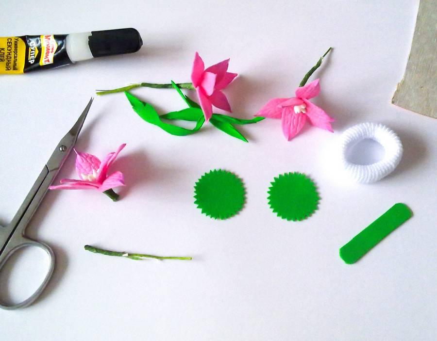 Изготовление резинки для волос с яркими цветами из фоамирана шаг 8