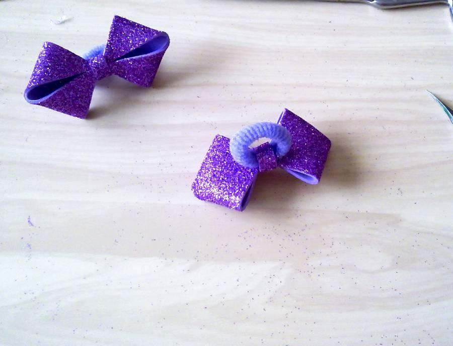 Изготовление резинок для волос с бантиками из глиттерного фоамирана шаг 11