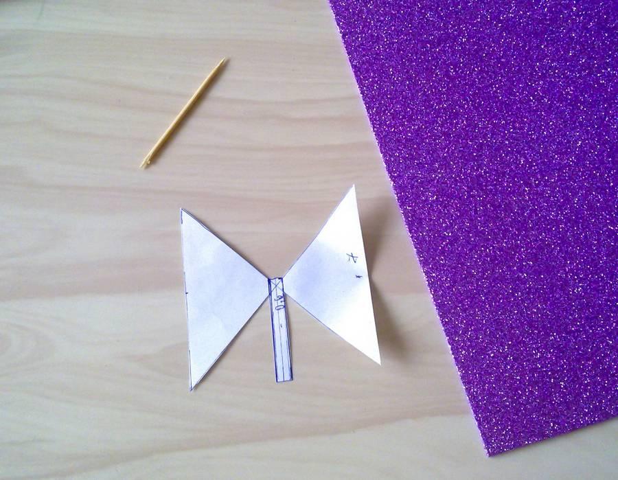 Изготовление резинок для волос с бантиками из глиттерного фоамирана шаг 2