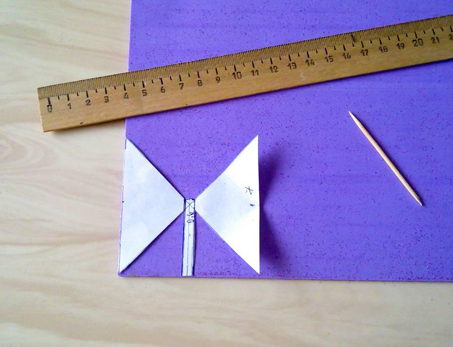 Изготовление резинок для волос с бантиками из глиттерного фоамирана шаг 3