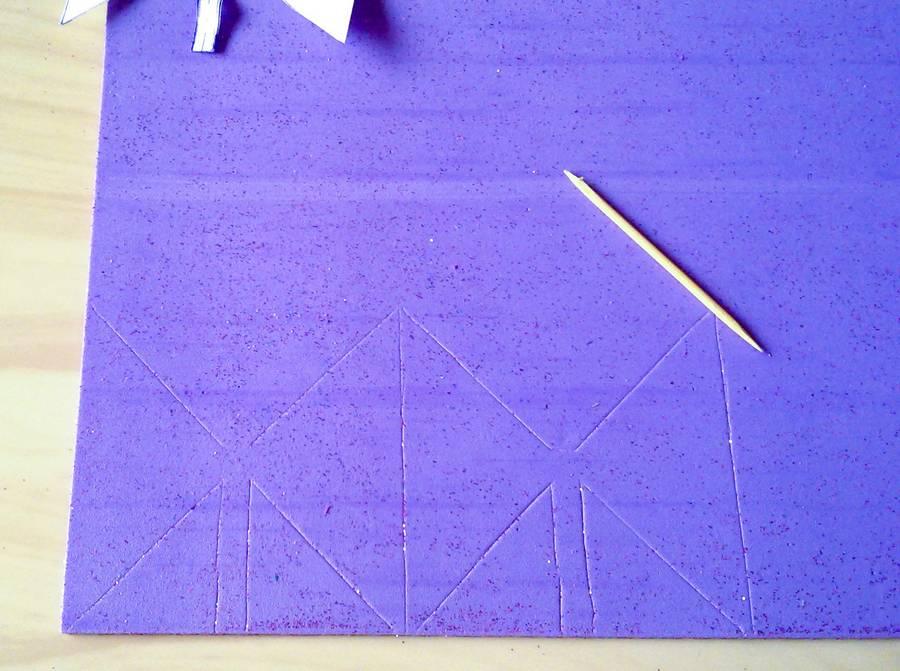 Изготовление резинок для волос с бантиками из глиттерного фоамирана шаг 4