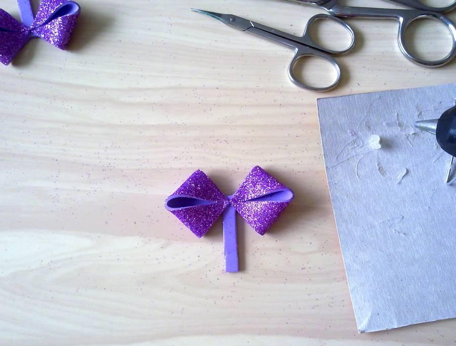 Изготовление резинок для волос с бантиками из глиттерного фоамирана шаг 7