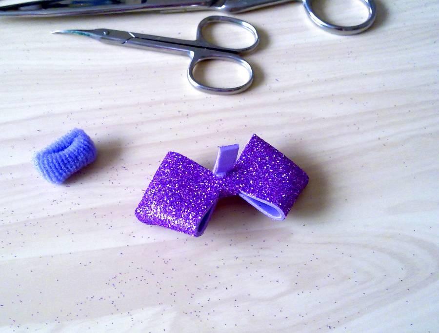 Изготовление резинок для волос с бантиками из глиттерного фоамирана шаг 9