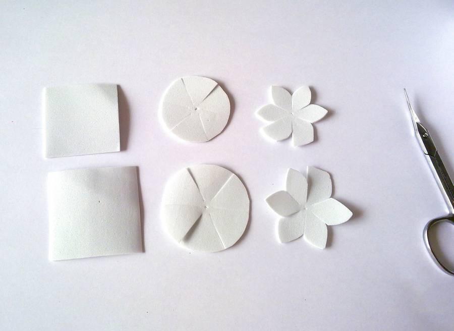 Изготовление заколки-автомата с цветами из фоамирана шаг 1