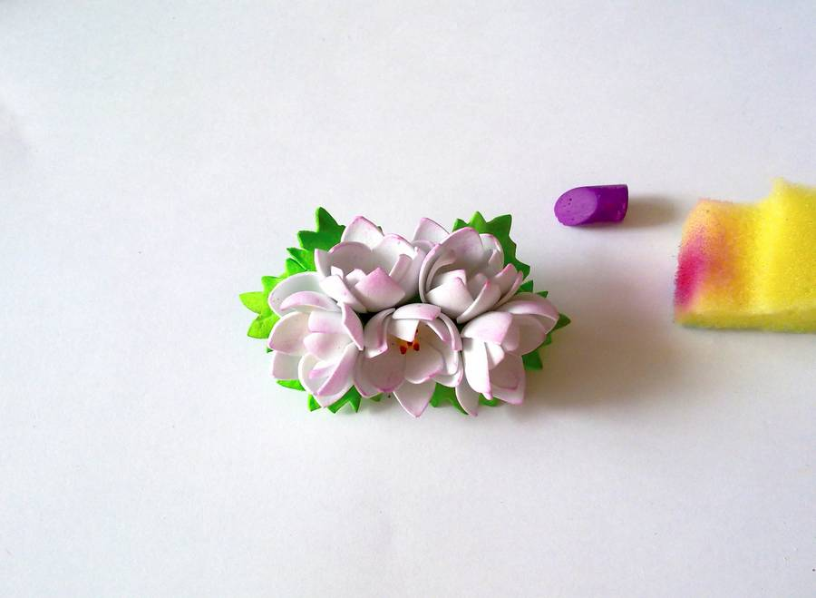 Изготовление заколки-автомата с цветами из фоамирана шаг 16
