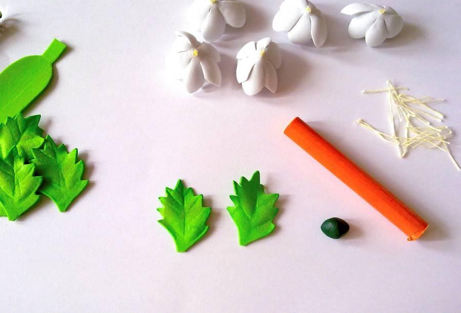 Изготовление заколки-автомата с цветами из фоамирана шаг 9