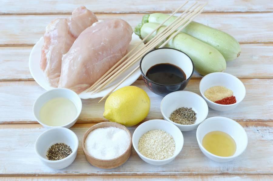 Ингредиенты куриных шашлычков с кабачками