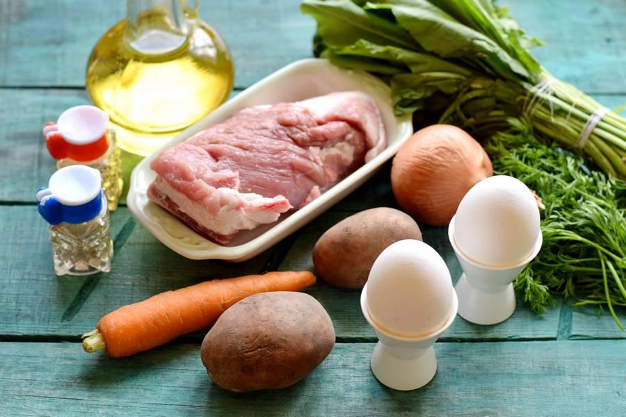 Ингредиенты зеленых щей на мясном бульоне