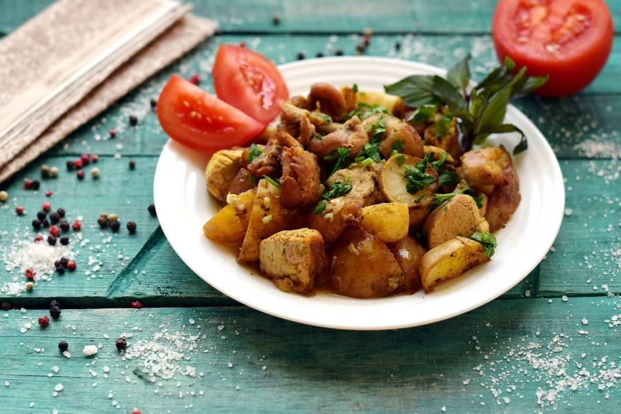 Картофель по-деревенски с индейкой